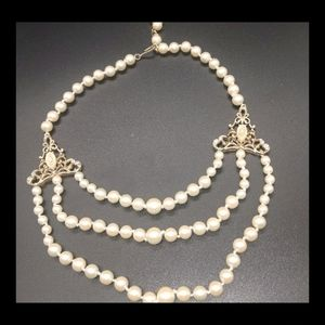 Baroque Style Faux Pearls Choker w/White Flowers